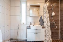 """""""Yksiön"""" kylpyhuone"""