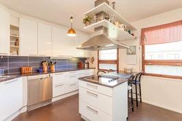 2010 täysin uusittu keittiö