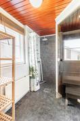 Kylpyhuone/wc, toinen kerros