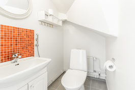 Erillinen wc, ensimmäinen kerros