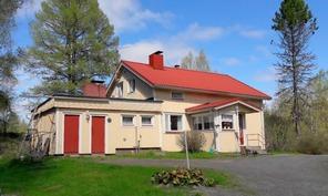 kesäkuvaa talosta