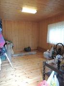 Huone piharakennuksessa