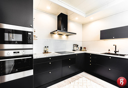 Upea remontoitu keittiö