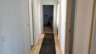 Käytävä, josta käynnit makuuhuoneisiin