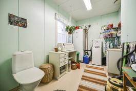 Kylpyhuone, apukeittiö / Badrum, hjälpkök