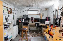Studio alakerrassa