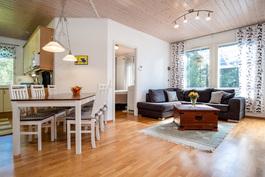 Olohuone ja keittiö on yhteydessä toisiinsa