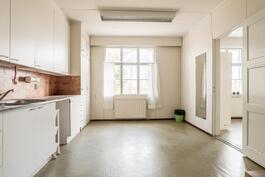 Uudemman koulun yläkerran keittiö