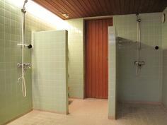kylpyhuone kellarissa