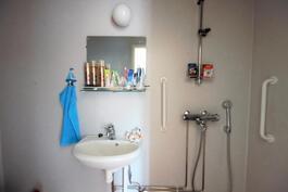 Yläkerran wc/suihku / Övrevåningen wc/dusch