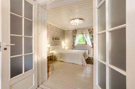 Makuuhuone (alakerran)