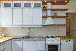 Ajaton valkea keittiö