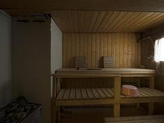 puulämmitteinen sauna pohjakerroksessa