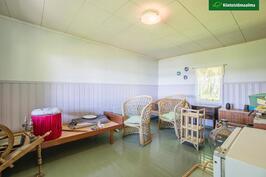 Saunatupa on tilava - voi lisätä nukkumapaikkoja.