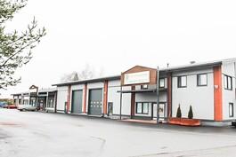 Rakennuksen toisessa päässä toimii työterveyshuolto ja keskellä on yksityinen vuokralainen