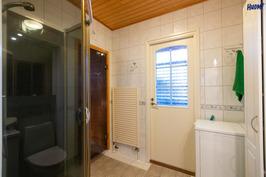 kylpyhuone,käynti kuistille