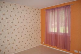 Sisääntulokerroksen  toinen makuuhuone