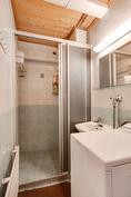 Siistikuntoinen kylpyhuone/ Snyggt badrum