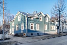 Palosaari, Työväenkatu 9; hyväkuntoinen, kaukolämpöön liitetty puutaloyhtiö omalla tontilla.