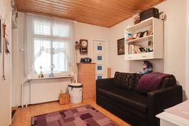 Etummainen makuuhuone/ Främre sovrummet