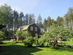 Aidatulla omalla puutarhakulmatontilla myös vesikaivo kasvien kasteluun sähköpumpuin!