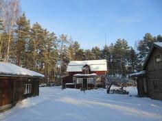 Komea osin viimeksi 2000-luvulla remontoitu talo lisärakennuksin Kokemäenjoen lähistöllä!