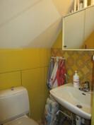 Molemmissa kerroksissa siistit wc-tilat, kuvassa alakerran wc!