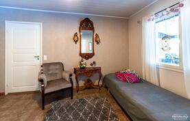Neljäs makuuhuone, josta uloskäynti katetulle kesäterassille