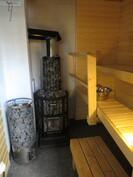 sauna jossa kaksi kiuasta