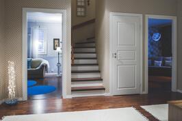 aula, 1 kerroksen makuuhuoneet ja portaat päämakuuhuoneeseen