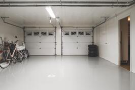 lämmin autotalli 52 m2 ja varastotilaa kellarikerroksessa
