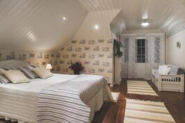 päämakuhuone 2.kerros n. 30 m2
