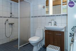Asunnon toinen wc yläkerrassa