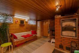 Takkahuoneesta käynti saunaosastolle
