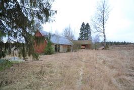 Vanhoja talousrakennuksia
