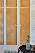 Upeat vanhat komeroiden ovet yläkerran makuuhuoneessa 3