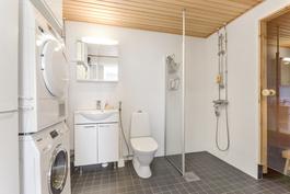Tilava kylpyhuone/khh/sauna