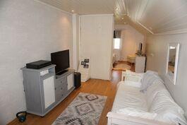 Yläkerran aula voi toimia oleskelutilana tai makuuhuoneena