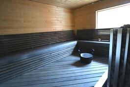 Ulkorakennuksen  ylellinen sauna