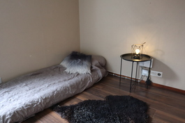 Toinen makuuhuone alakerrassa