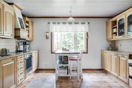 Hyvin varusteltu ja laadukas keittiö - Välutrustat och kvalitativt kök