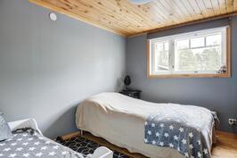 Alakerran makuuhuone - Sovrum i nedre våningen