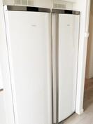 Isot pakastin ja jääkaappi