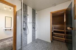 Taloyhtiön suihkuhuone