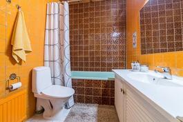 Erillinen wc/kylpyhuone