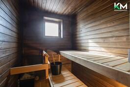 Sauna on käsitelty tummaksi vuonna 2015.