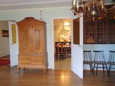 Olohuoneesta, keittiö näkyy takana
