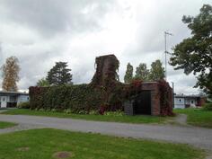 Erillinen rakennus, jossa taloyhtiön sauna ja talopesula