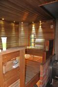 Tunnelmalliseen saunaan mahtuu koko perhe kerralla.