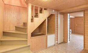 Raput pohjakerrokseen-trappor till bottenvåning